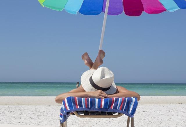 odpočinek pod slunečníkem