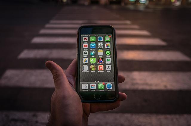 přechod a mobil