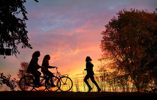 cyklistky a běžec